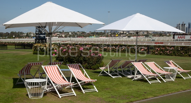 Features: Market Umbrellas, Deck Chairs & WireWorx Side Tables