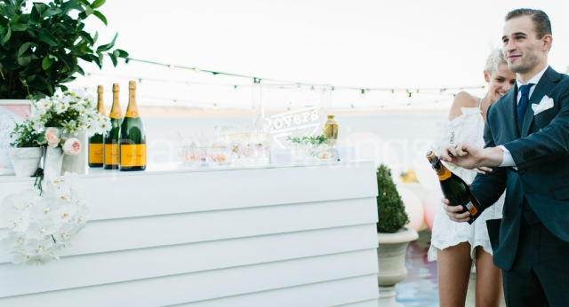 Features: Weatherboard Bar